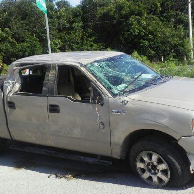Vuelca camioneta en vía Playa-Tulum