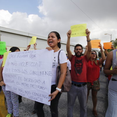 PROTESTAN EN APOYO A UBER EN CANCÚN: Demandan libertad para Edgar y remoción del titular de Sintra por violencia de taxistas