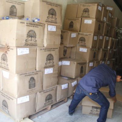 ¡POR FIN LLEGAN LOS UNIFORMES!: Con mes y medio de retraso, empiezan a entregar paquetes en escuelas de Cancún, aunque maestros sufren…