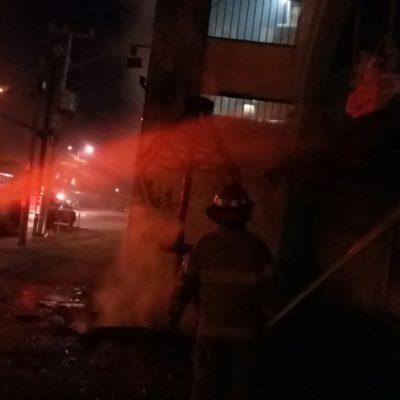 Se quema palapa en la avenida Tulum