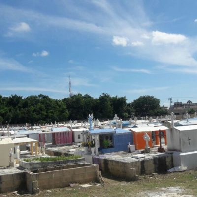 Listos panteones para recibir a visitantes en Cancún