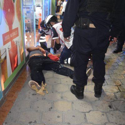 Golpean a otro supuesto ladrón, frente al ADO en Cancún
