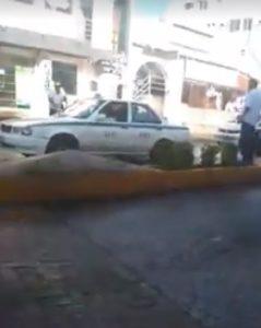 VIDEO   Ciudadano de origen italiano defiende a conductor de Uber de acoso de taxistas en Cancún