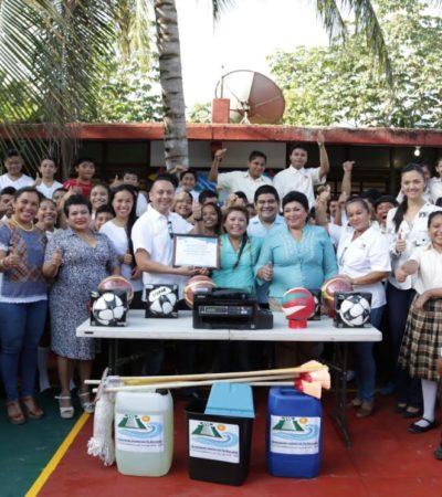Rehabilitan cancha en telesecundaria y Alcaldesa entrega apoyos