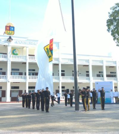 ESTÁ QUINTANA ROO DE MANTELES LARGOS: Con izamiento de bandera, inicia en Chetumal festejo por el 43 aniversario de la creación del estado