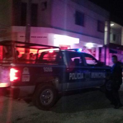 TRIFULCA EN TULUM: Reportan riña entre policías y parroquianos que ingerían bebidas alcohólicas en la vía pública