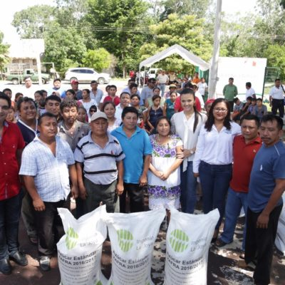 Reciben apicultores de la Zona Maya azúcar del programa 'Peso por Peso'