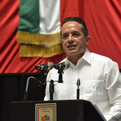 Todos los servidores públicos deben honrar el cargo y actuar en todo momento con probidad, dice Carlos Joaquín en el 43 aniversario de QR
