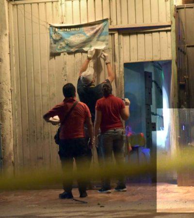 BALEAN A TRES MUJERES EN UN BAR DE CANCÚN: Reportan que hombres a bordo de motocicleta perpetraron ataque en la SM 234
