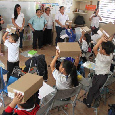 Atiende Alcaldesa a estudiantes y padres de familia con 'Municipio en tu Escuela' en Puerto Morelos