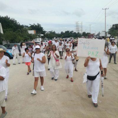 """""""QUEREMOS UN PUEBLO TRANQUILO"""": Realizan 'Marcha por la Paz' en Puerto Morelos; piden a las autoridades frenar actos violentos en el novel municipio"""