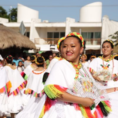 Celebra Tulum Desfile Revolucionario