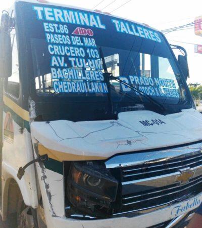 Autobús choca contra tres coches en la Talleres; hay 15 heridos