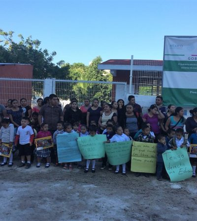 Madres y pequeños cierran preescolar en Cobá; esperan maestra hace dos años