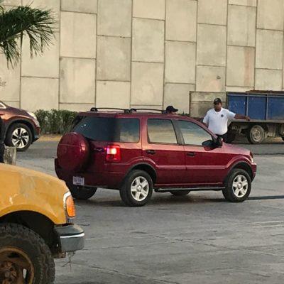 ACTUALIZACIÓN | EJECUTADO EN LA ENTRADA DE PUERTO MORELOS: Matan a 'El Pirata' en el interior de su vehículo al salir de gasolinera con una patrulla a metros de la escena; suman 21 casos