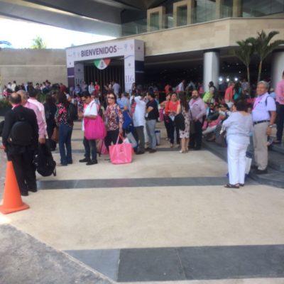 """""""UNA RAYA MÁS AL TIGRE"""": Impide Sintra uso de transporte precontratado en Centro de Convenciones; quieren privilegiar a taxistas"""