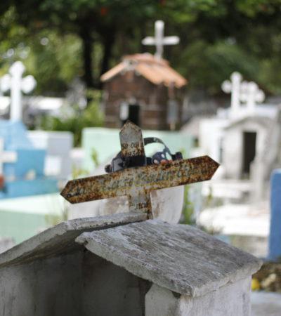 """ESPECIAL   """"ME DIJERON QUE IBA DE JARDINERO… Y TERMINÉ EN EL PANTEÓN"""": Un sepulturero en Cancún dice que se siente cómodo en un oficio poco común; """"es un lugar de trabajo como cualquiera"""", dice"""