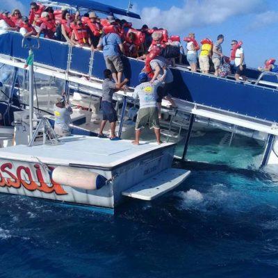 NAUFRAGIO DE BARCO TURÍSTICO AL NORTE DE COZUMEL: Se empieza a hundir embarcación con 95 pasajeros de cruceros; rescatan a todos sanos y salvos | VIDEOS
