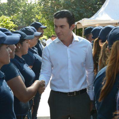 Entrega Alcalde constancias de capacitación a aspirantes a nuevos elementos de la policía en Cancún