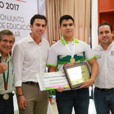 Entrega Alcalde Premio al Mérito Deportivo 2017 en Cancún