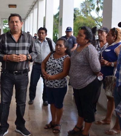 Trabajadores de Carrillo Puerto llevan plantón a Chetumal