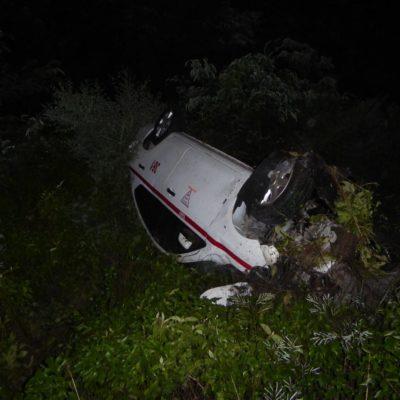 Taxista se toma sus copas y pierde control del auto en Tulum