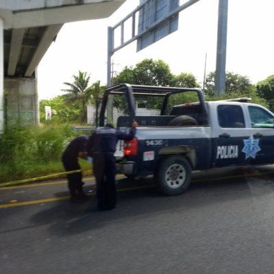 Pareja de turistas es embestida por taxi en Akumal; uno muere