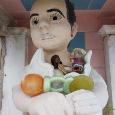 'La niña del taco' y otras historias que reviven en el panteón de Chetumal durante el Día de Muertos