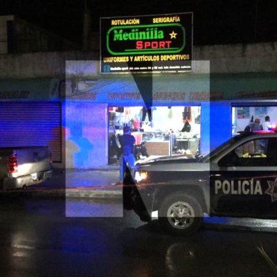 DISPARAN CONTRA NEGOCIO DE EX REGIDOR EN PLAYA: Hombres en moto balean tienda 'Medinilla Sport' en la Avenida Juárez de la colonia Ejidal