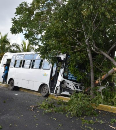 APARATOSO CHOQUE DE TURICÚN: Camión choca contra auto que no respetó el semáforo en rojo en las avenidas Cobá y La Costa; al menos 15 heridos, saldo preliminar