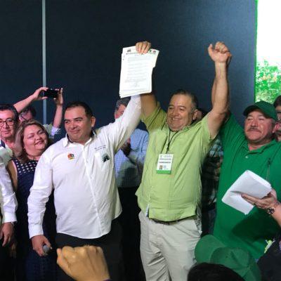 """TIENEN TAXISTAS NUEVO LÍDER EN CANCÚN: Gana Erasmo Abelar elección sindical; """"trabajemos ante las adversidades que vienen"""", dice ante el reto de Uber"""