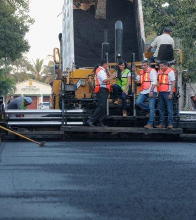 Supervisa Alcaldesa de Puerto Morelos fase final de los trabajos de pavimentación en Leona Vicario
