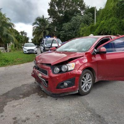 Chocan dos coches en Felipe Carrillo Puerto
