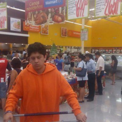 Centros comerciales, 'a reventar' en Cancún