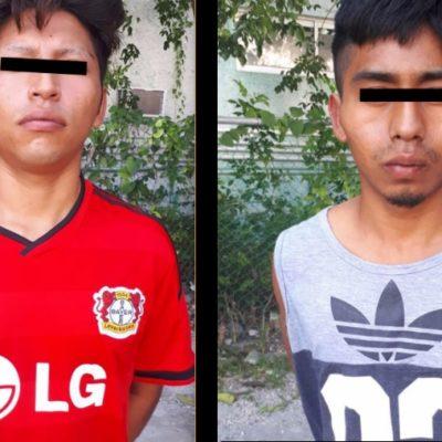 Detienen a dos presuntos asaltatiendas en Cancún