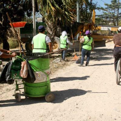 Dan mantenimiento a vialidades en zonas irregulares de Cancún