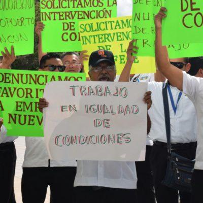 PROTESTA DE TRANSPORTISTAS EN EL AEROPUERTO DE CANCÚN: Operadores de la empresa 'Green Line', del síndicato de taxistas, exigen les dejen laborar en las terminales 3 y 4