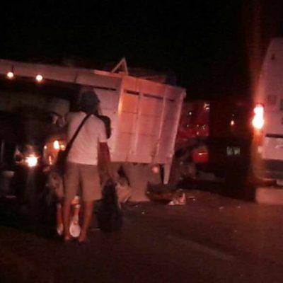 MORTAL ACCIDENTE RUMBO A BACALAR: Un muerto y 9 heridos deja choque de 3 vehículos en la carretera