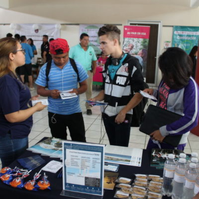 Ofertan mil vacantes a universitarios en Cancún