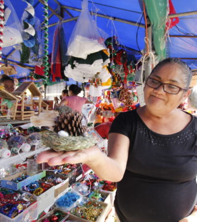 """INVADE LA NAVIDAD AL MERCADO 23: """"Aquí puede encontrar todo para su nacimiento y para su cena de Navidad"""", le dicen a los marchantes en Cancún"""