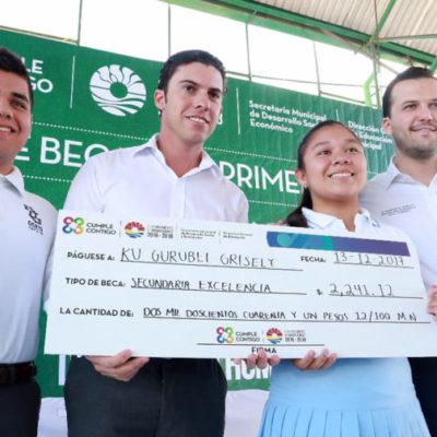 Realiza Remberto Estrada el primer pago de 2 mil 600 becas del ciclo escolar 2017-2018