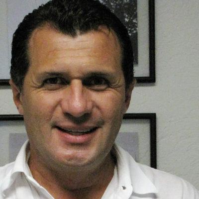 Rompeolas: Roger Espinosa hace valer su 'peso'