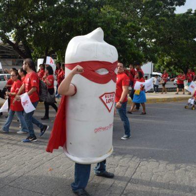 Marchan contra el Sida en Cancún
