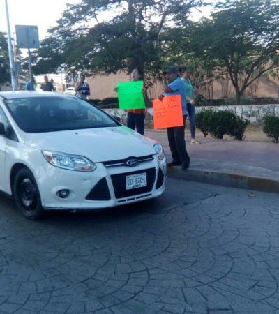 """""""YA BASTA DE IGNORAR A LA CIUDADANÍA"""": Cancunenses exigen Uber en manifestación"""