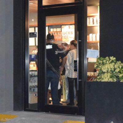 ASALTAN STARBUCKS EN EL POLÍGONO SUR DE CANCÚN: Detiene policía a 2 de los 4 ladrones con un arma de juguete