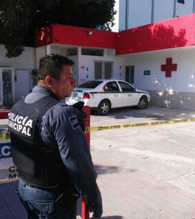 RAFAGUEAN TAXI EN CANCÚN: Dos personas baleadas llegaron hasta la Cruz Roja de la Yaxchilán en busca de ayuda; uno habría muerto ya