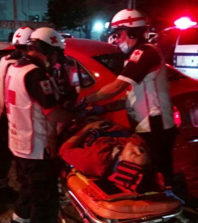 OTRO APARATOSO ACCIDENTE EN CANCÚN: Autobús de Autocar impacta a coche y deja dos mujeres heridas en la Yaxchilán con Labná