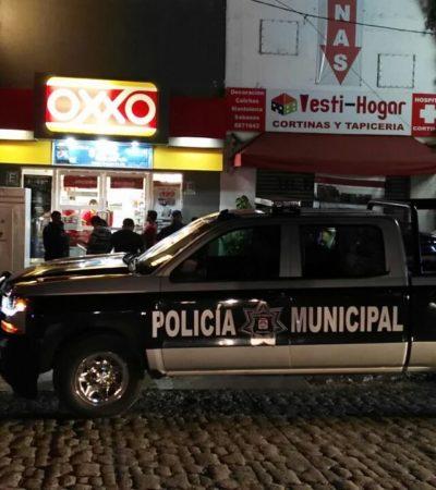 Asaltan a punta de pistola Oxxo de la SM 20 de Cancún