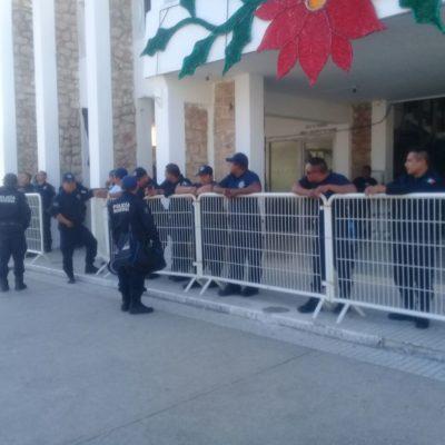 """""""NO ESTÁN TRATANDO CON LA PUNTA DEL PIE"""": Protestan policías de Carrillo Puerto en reclamo de aguinaldo"""