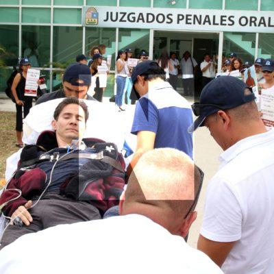 FOTOS | Postrado en una camilla, Roberto González acude a los juzgados penales en Playa para diligencia en el caso contra el llamado #LordCobarde